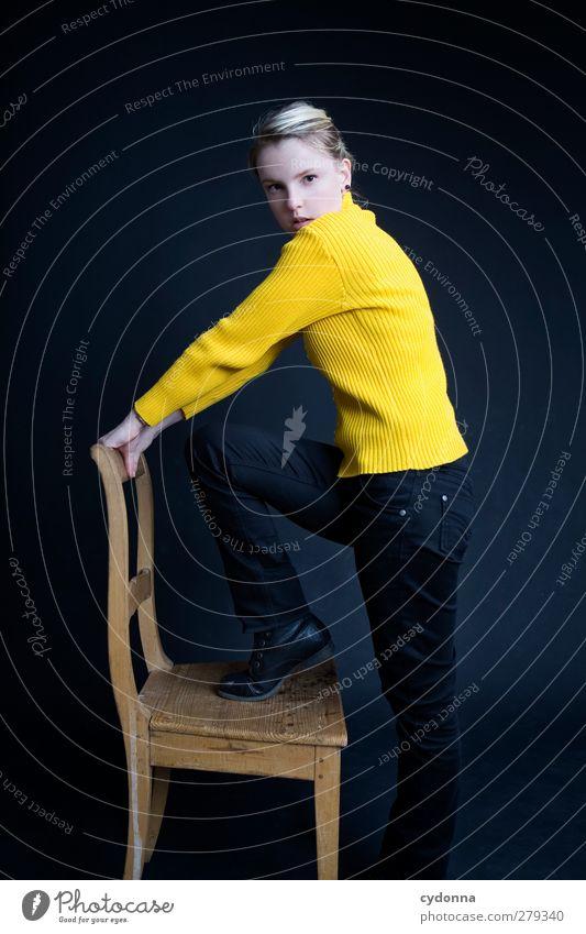 I am the Noise Mensch Frau Jugendliche schön Einsamkeit ruhig schwarz Erwachsene gelb Leben Gefühle Bewegung träumen Zeit 18-30 Jahre Kraft
