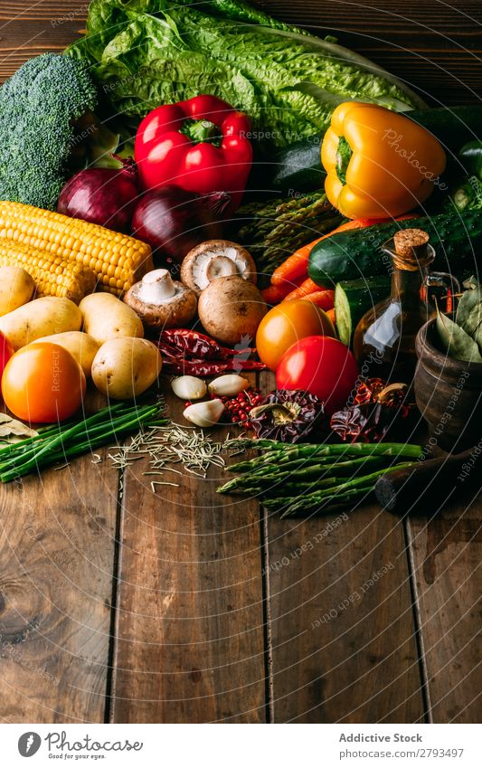 Zutaten für das Kochen Gemüse auf dem Tisch kochen & garen Erdöl Lebensmittel Essen zubereiten Küche sortiert frisch organisch natürlich Vegane Ernährung