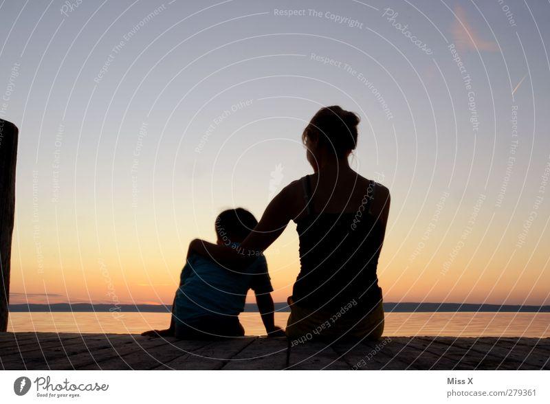 wir zwei Mensch Frau Kind Jugendliche Ferien & Urlaub & Reisen Erwachsene Liebe Gefühle Küste Familie & Verwandtschaft Freundschaft Horizont 18-30 Jahre Zusammensein Kindheit Mutter