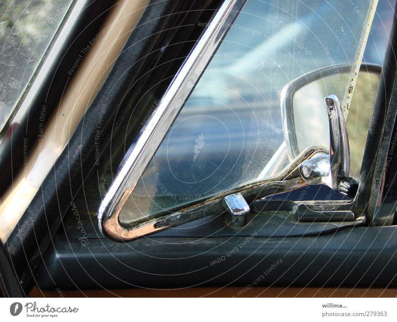 youngtimer! Lifestyle Stil PKW Oldtimer Sammlerstück alt elegant historisch retro Autofenster Rückspiegel Dreiecksfenster kultig Farbfoto Außenaufnahme