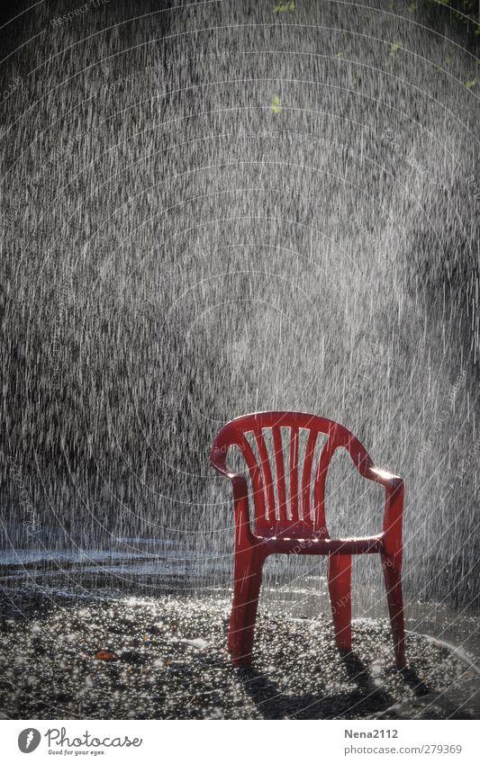 Sonniger Regen :) Wasser Ferien & Urlaub & Reisen Sommer rot Sonne Spielen Garten Regen Freizeit & Hobby nass Wassertropfen einzeln Stuhl Sauberkeit Regenwasser Sommerurlaub