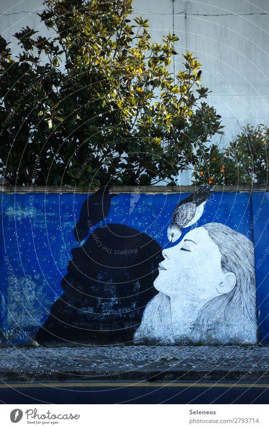 free mind Frau Ferien & Urlaub & Reisen Sommer Baum Erholung ruhig Erwachsene Graffiti Wand Tourismus Mauer Vogel Fassade Zufriedenheit träumen Wohlgefühl