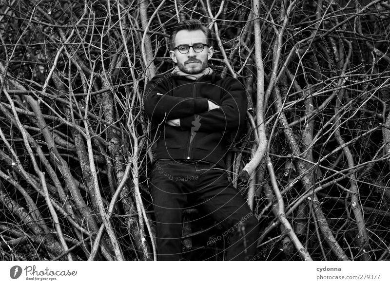 Found Mensch Natur Jugendliche Einsamkeit ruhig Winter Erwachsene Wald Umwelt Freiheit Stil Junger Mann Zeit 18-30 Jahre liegen warten