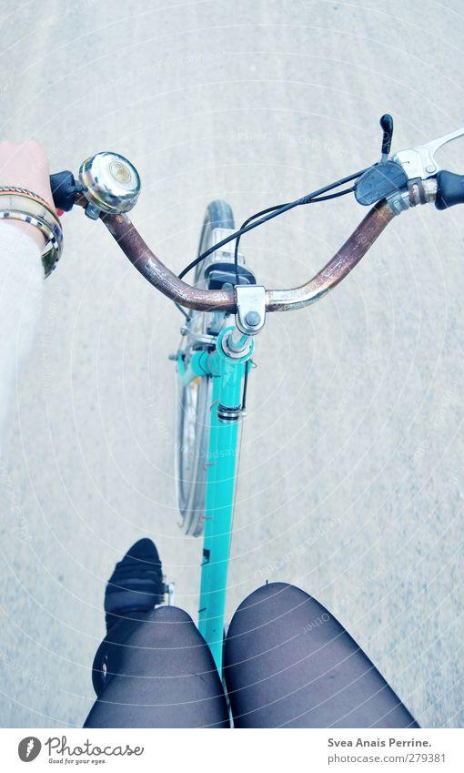 bicycle day! Mensch Jugendliche Straße feminin Junge Frau Beine Mode Fuß Schuhe Fahrrad retro festhalten Fahrradfahren Schmuck Fahrzeug Strumpfhose