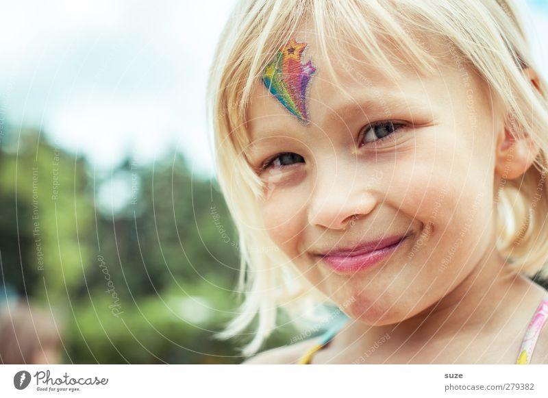 Schnute Mensch Kind Sommer Mädchen Freude Gesicht feminin Haare & Frisuren klein Kopf blond Kindheit Freizeit & Hobby Fröhlichkeit Lifestyle Kindheitserinnerung