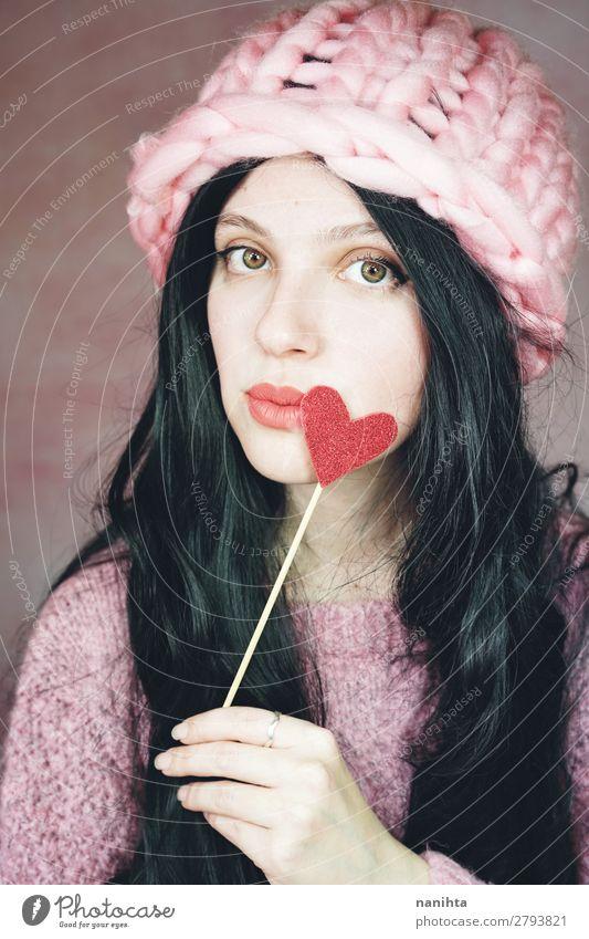 Romantische Frau in rosa Kleidung elegant Stil Glück Gesicht Schminke Valentinstag Mensch feminin Junge Frau Jugendliche Erwachsene 1 18-30 Jahre Hut