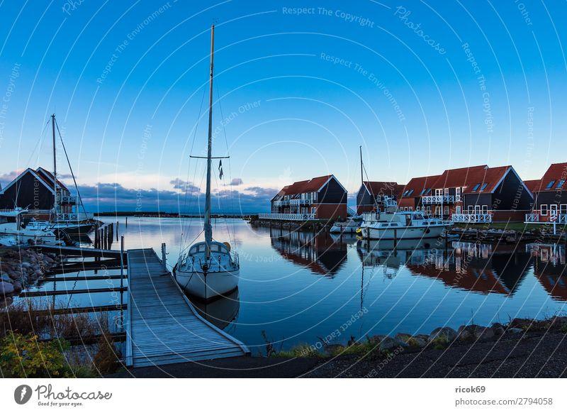 Blick auf den Hafen von Klintholm Havn in Dänemark Erholung Ferien & Urlaub & Reisen Tourismus Haus Natur Landschaft Wasser Wolken Küste Ostsee Gebäude