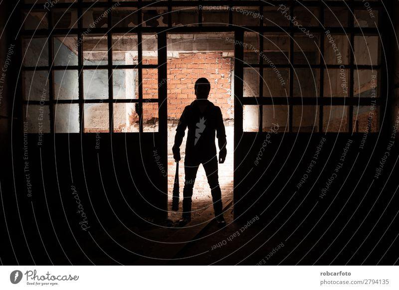 Mann in Lederjacke und Baseballschläger Stil Fotokamera Mensch Erwachsene Punk Mode Jacke Sonnenbrille Wut grau schwarz weiß Gewalt Fledertiere vereinzelt Typ