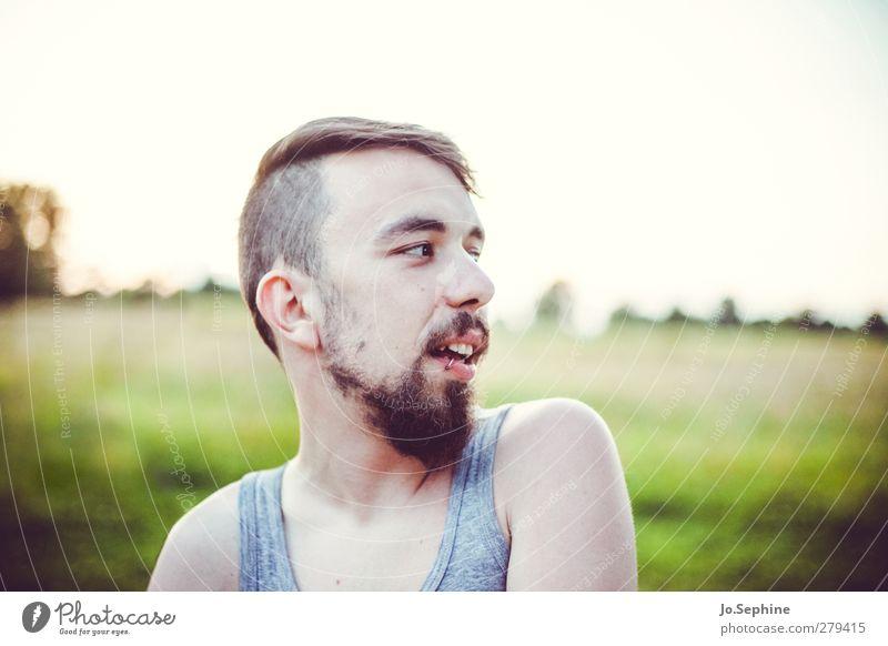guck mal da! Mensch Jugendliche grün Erwachsene Erholung Wiese Haare & Frisuren Freiheit Junger Mann Stimmung 18-30 Jahre maskulin authentisch Ausflug Lifestyle