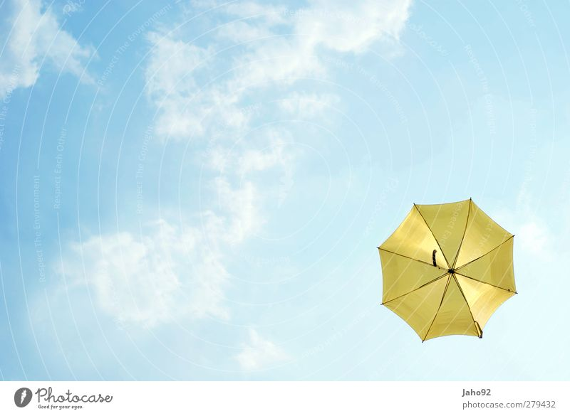 Umbrella Lifestyle Stil Luft Himmel nur Himmel Wolken Regenschirm frei Unendlichkeit blau Zufriedenheit Lebensfreude Schutz Freiheit gelb Herbst herbstlich