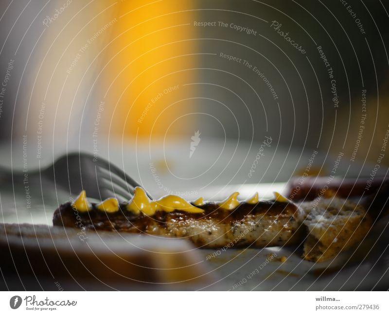 nürnberger cremröllchen Wurstwaren Bratwurst Würstchen Senf Ernährung Abendessen Grillsaison Grillen Gabel lecker braun gelb Appetit & Hunger gebraten Farbfoto