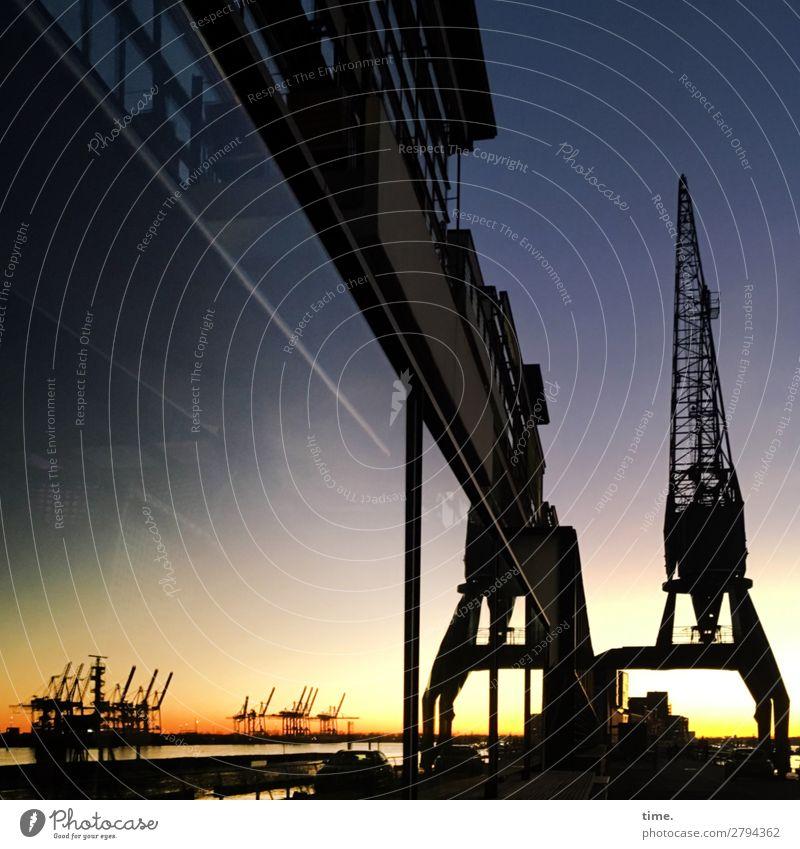 Nachtschicht Himmel schön Haus ruhig Fenster Zeit Fassade Arbeit & Erwerbstätigkeit Linie Technik & Technologie Kultur Perspektive Schönes Wetter Romantik