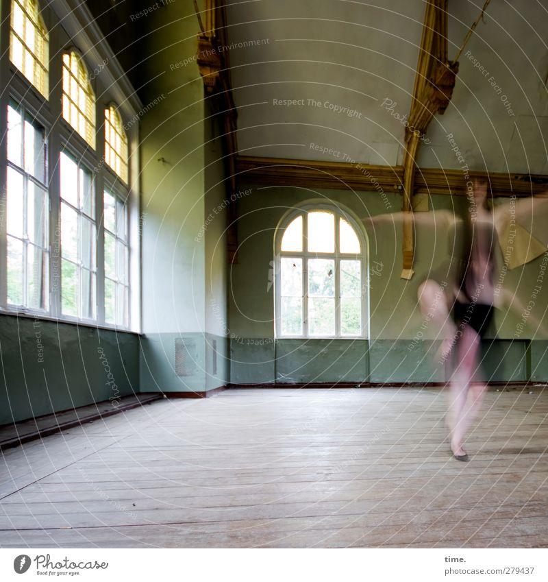 Unfinished Ballroom Story (VII) feminin 1 Mensch Tanzen Saal Halle Mauer Wand Fenster Bewegung drehen außergewöhnlich elegant historisch schön dünn