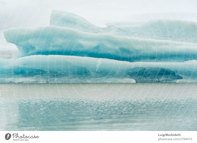 Nahaufnahme des Eisbergs in der Fjallsarlon Gletscherlagune, Island Ferien & Urlaub & Reisen Insel Winter Schnee Natur Landschaft Himmel Frost See kalt