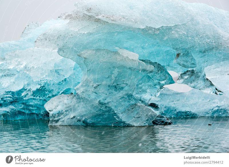 Nahaufnahme des Eisbergs in der Fjallsarlon Gletscherlagune, Island Ferien & Urlaub & Reisen Insel Winter Schnee Natur Landschaft Himmel Frost See blau weiß