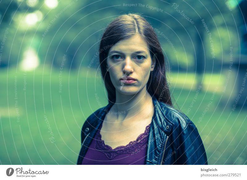 Katharina III feminin Junge Frau Jugendliche Gesicht 1 Mensch 18-30 Jahre Erwachsene Künstler Schauspieler Lederjacke brünett langhaarig Scheitel Blick Coolness