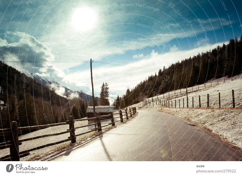Kaltes Licht Himmel Natur blau Ferien & Urlaub & Reisen Wolken Winter Wald Landschaft Umwelt Straße Berge u. Gebirge Schnee Wege & Pfade Felsen außergewöhnlich Klima