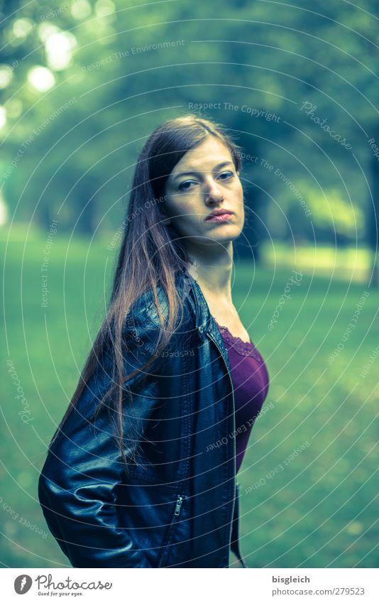 Katharina IV feminin Junge Frau Jugendliche Körper Gesicht 1 Mensch 18-30 Jahre Erwachsene Künstler Schauspieler Lederjacke brünett langhaarig Blick stehen