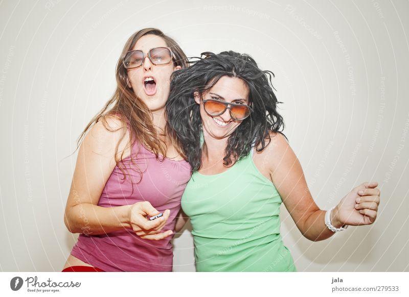 hanni und nanni Party Feste & Feiern Tanzen Mensch feminin Frau Erwachsene 2 30-45 Jahre Gefühle Freude Glück Fröhlichkeit Zufriedenheit Farbfoto Innenaufnahme