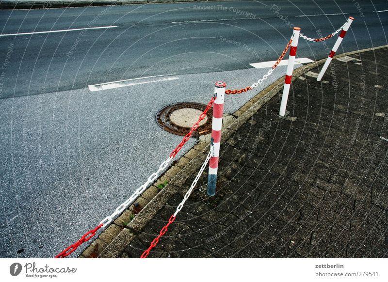 Kette/Straße Stadt weiß rot Straße Wege & Pfade Traurigkeit Verkehr Bürgersteig Sehnsucht Grenze Verkehrswege Müdigkeit Kurve Kette Fernweh Straßenkreuzung