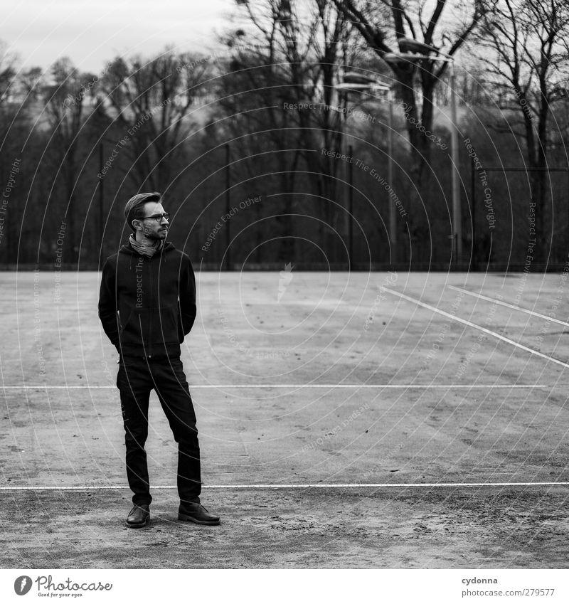 What's next Mensch Natur Jugendliche Einsamkeit ruhig Winter schwarz Erwachsene Wald Erholung Umwelt dunkel Gefühle Stil Junger Mann träumen