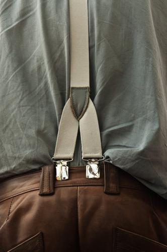 Lederhosenträger Arbeit & Erwerbstätigkeit Handwerker Mensch maskulin 60 und älter Senior Bekleidung Arbeitsbekleidung Hemd trendy braun grau Hose Textilien