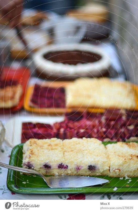 Kuchen für Muddi Feste & Feiern Lebensmittel Geburtstag Ernährung süß lecker Geschirr Teller Backwaren Torte Dessert Teigwaren Büffet Geburtstagstorte Speise