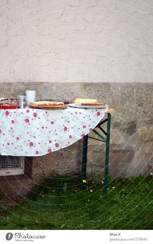 Gartenparty Feste & Feiern Lebensmittel Geburtstag Tisch Ernährung süß lecker Kuchen Backwaren Torte Teigwaren Dessert Büffet Brunch Geburtstagstorte Gartenfest