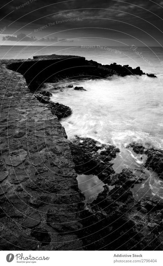Erstaunliches Steinufer und bewölkter Himmel Küste Wasser hierro island Kanaren Spanien Wolken erstaunlich Meer Oberfläche Sonnenuntergang Felsen malerisch