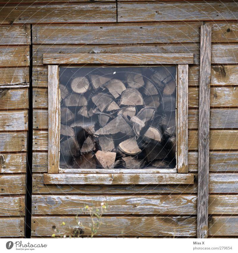Holz vor der Hütte II Fenster Holz braun Hütte Holzbrett Brennholz Vorrat Holzhütte