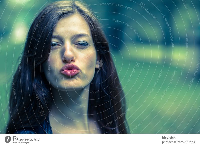 Katharina VII Gesicht Lippenstift feminin Junge Frau Jugendliche Kopf Haare & Frisuren Auge Nase Mund 1 Mensch 18-30 Jahre Erwachsene brünett langhaarig Küssen