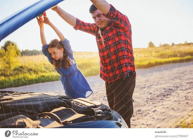 Vater und Tochter beheben Probleme mit dem Auto Sommer Kind Schule Arbeit & Erwerbstätigkeit Motor Mann Erwachsene Eltern Familie & Verwandtschaft Verkehr