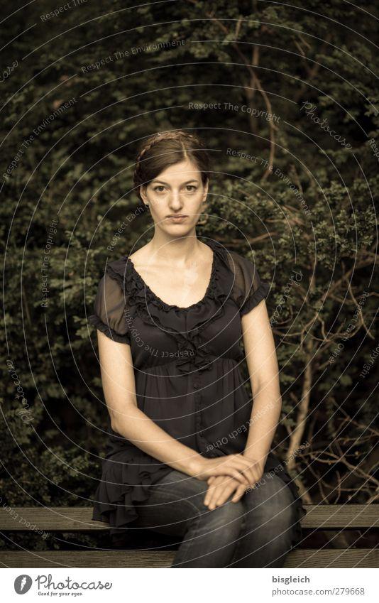 Katharina VIII feminin Junge Frau Jugendliche Körper Gesicht 1 Mensch 18-30 Jahre Erwachsene Künstler Schauspieler brünett Blick sitzen schön grün ruhig