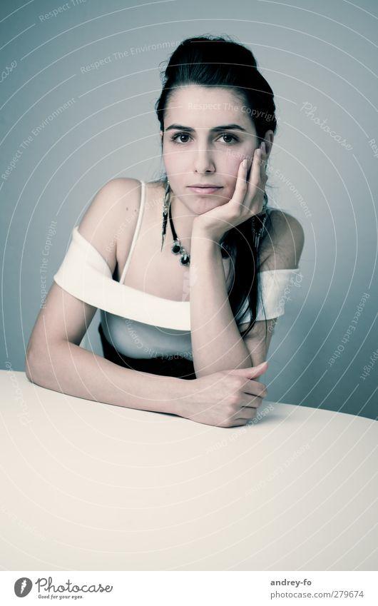 Blick. Mensch Frau Jugendliche schön ruhig Junge Frau Erwachsene 18-30 Jahre Gefühle feminin Haare & Frisuren Stil Kraft elegant Zufriedenheit Perspektive