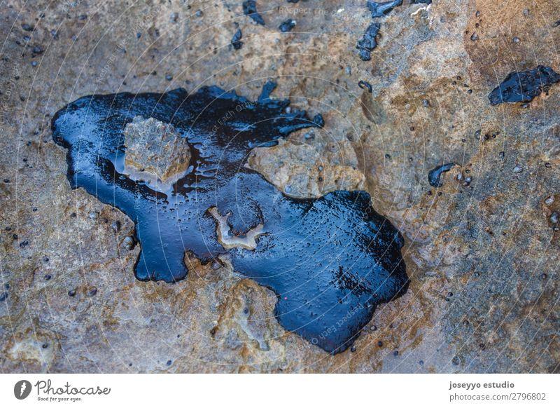Rohölunfall auf einem Felsen am Strand Industrie Umwelt Sand Küste Stein Erdöl dreckig schwarz Tod Desaster Energie Umweltverschmutzung Blob Chapapapote
