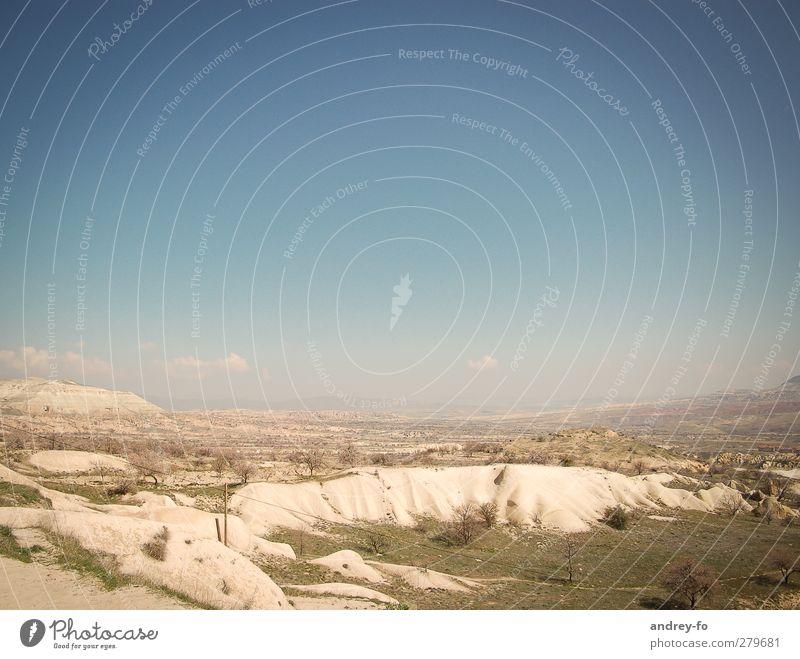 Landschaft Himmel Natur blau Ferien & Urlaub & Reisen Sommer gelb Berge u. Gebirge Sand Horizont Erde Reisefotografie Armut Schönes Wetter Wüste heiß