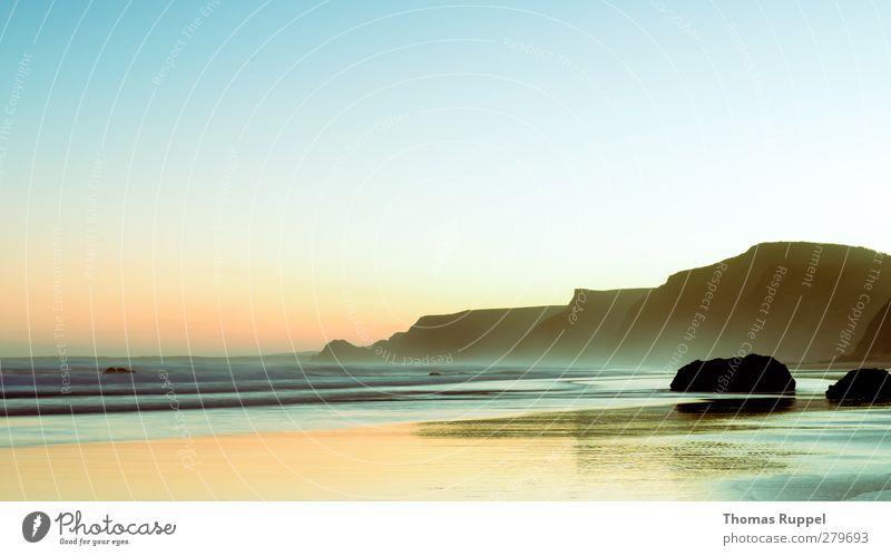 Atlantik im Morgengrauen Himmel Natur Wasser Ferien & Urlaub & Reisen Sommer Sonne Meer Strand Landschaft Ferne Umwelt Berge u. Gebirge Wärme Küste Freiheit