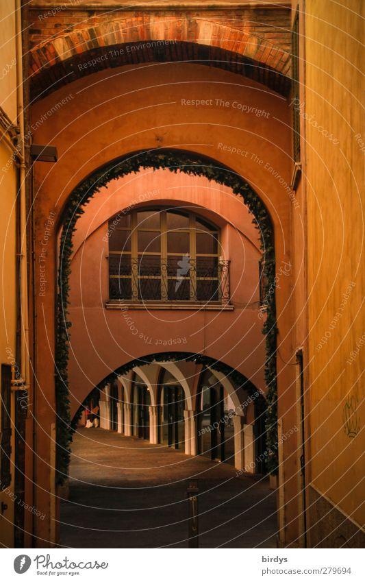 Bogenwelt Stadt rot Farbe ruhig gelb Wege & Pfade leuchten ästhetisch Idylle Italien historisch Gasse Torbogen Altstadt rückwärts geschmackvoll