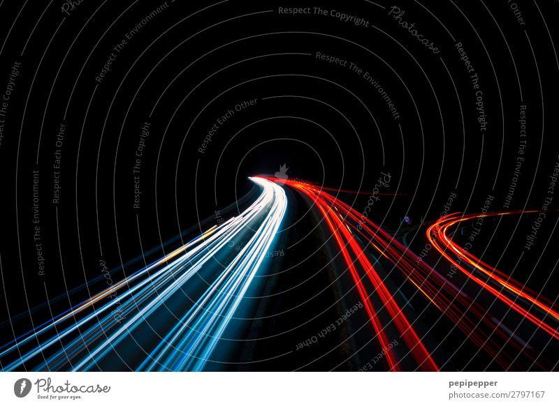 Autobahn bei Nacht Verkehrswege Verkehrsmittel Berufsverkehr Güterverkehr & Logistik Straßenverkehr Autofahren Fahrzeug PKW Graffiti Streifen Bewegung rot