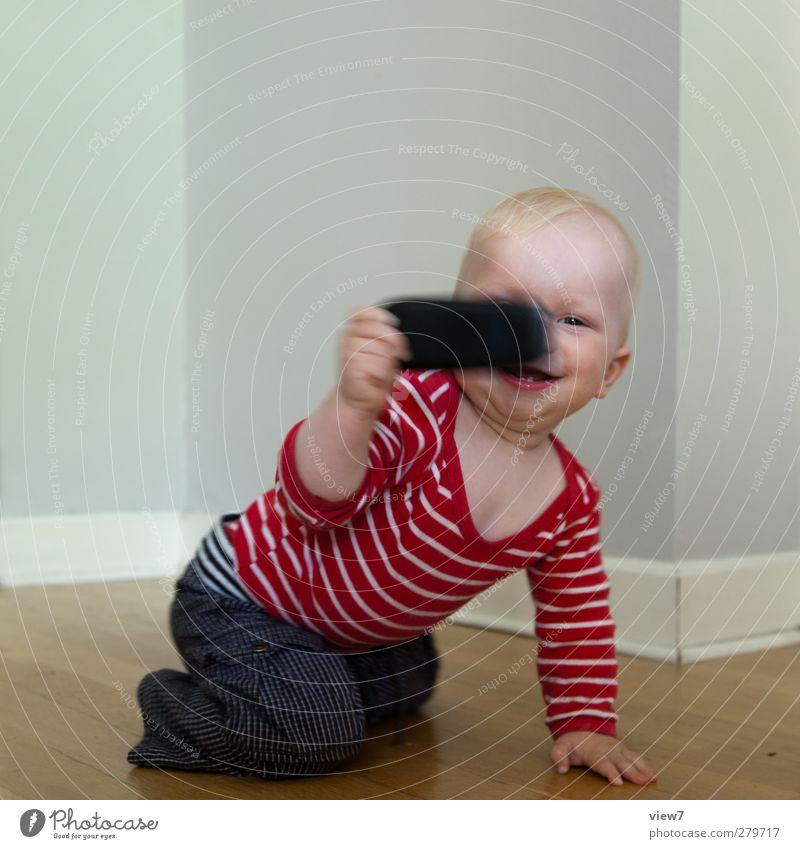 digital native Mensch Kind Spielen Junge Glück Innenarchitektur Wohnung Baby maskulin authentisch Beginn Fröhlichkeit Technik & Technologie Kommunizieren einzigartig Handy