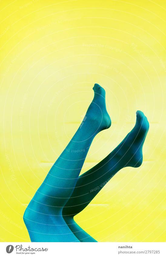 Frau Farbe schön grün Erotik Beine Erwachsene gelb Stil Kunst Fuß Design Zufriedenheit retro Kultur ästhetisch