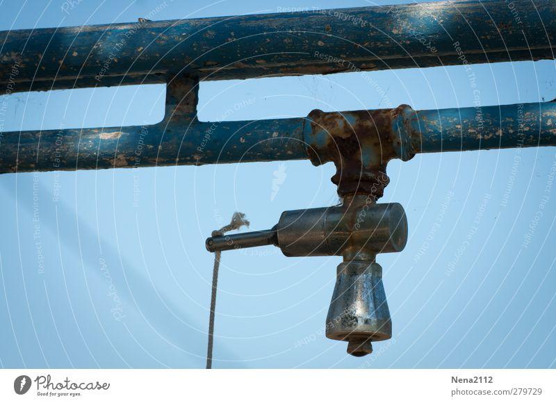 Stranddusche Design Wellness Freizeit & Hobby Metall Stahl Rost Linie Schnur Knoten alt Armut blau funktionierend Dusche (Installation) Campingplatz einfach