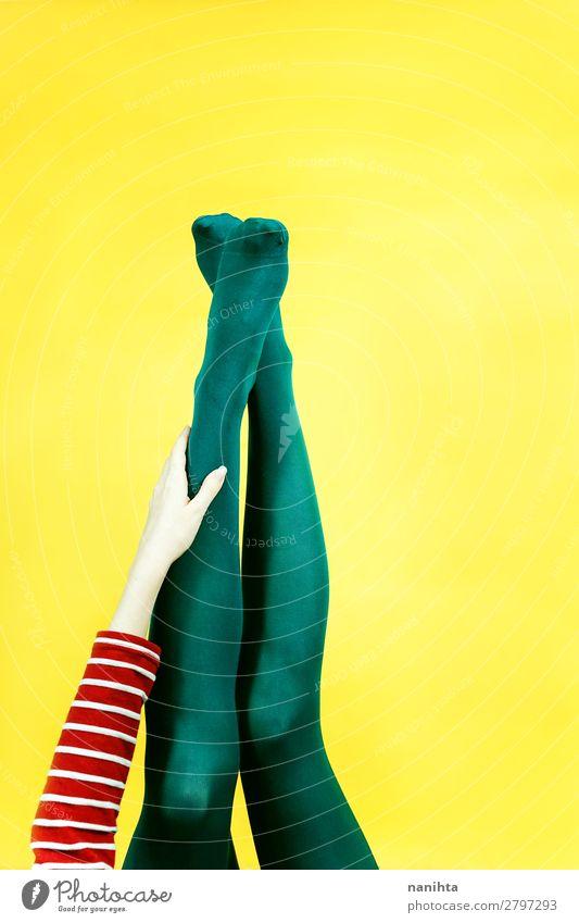 Frau Farbe grün Erotik Beine Erwachsene gelb Stil Kunst Fuß Design hell retro ästhetisch Kreativität Idee