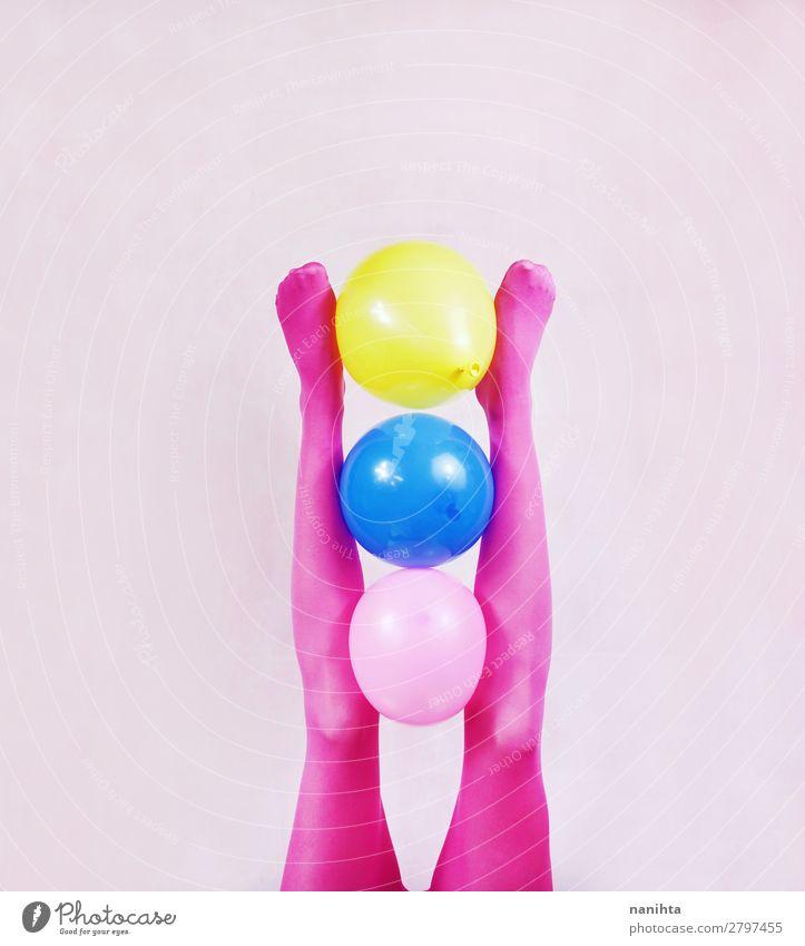 Frau Mensch Jugendliche blau Farbe schön Erotik Freude Beine Erwachsene gelb lustig feminin Stil Kunst Mode