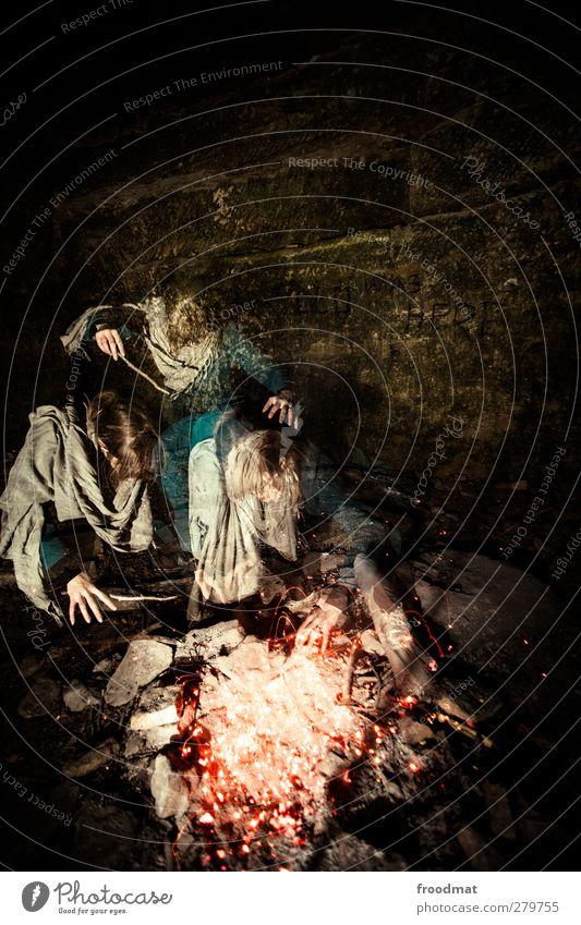 ach wie gut, dass niemand weiss Mensch Frau Erwachsene dunkel Wärme feminin Bewegung Kunst Freizeit & Hobby Abenteuer Feuer bedrohlich einzigartig geheimnisvoll