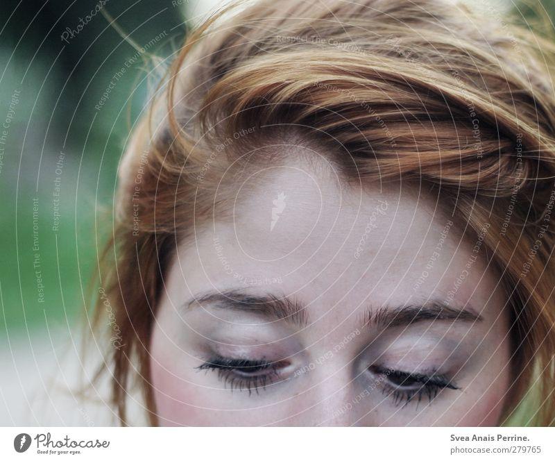 lieselotte. Mensch Natur Jugendliche Erwachsene Gesicht Umwelt feminin Junge Frau Haare & Frisuren Traurigkeit träumen Park 18-30 Jahre nachdenklich