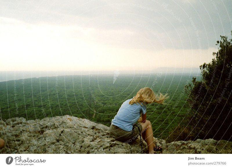 Die Gedanken in weiter Ferne... Mensch Natur Jugendliche Pflanze Landschaft feminin Junge Frau Traurigkeit Felsen Kindheit Wind Sehnsucht