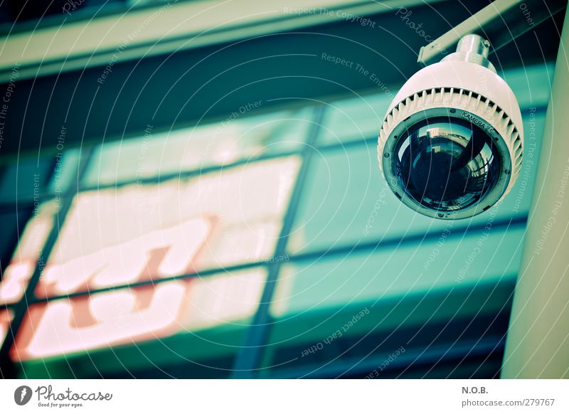 Der Grosse Bruder Überwachungskamera Überwachungsstaat Überwachungsgerät überwachen Fotokamera Kontrolle beobachten Blick türkis Mut Vertrauen Sicherheit Schutz