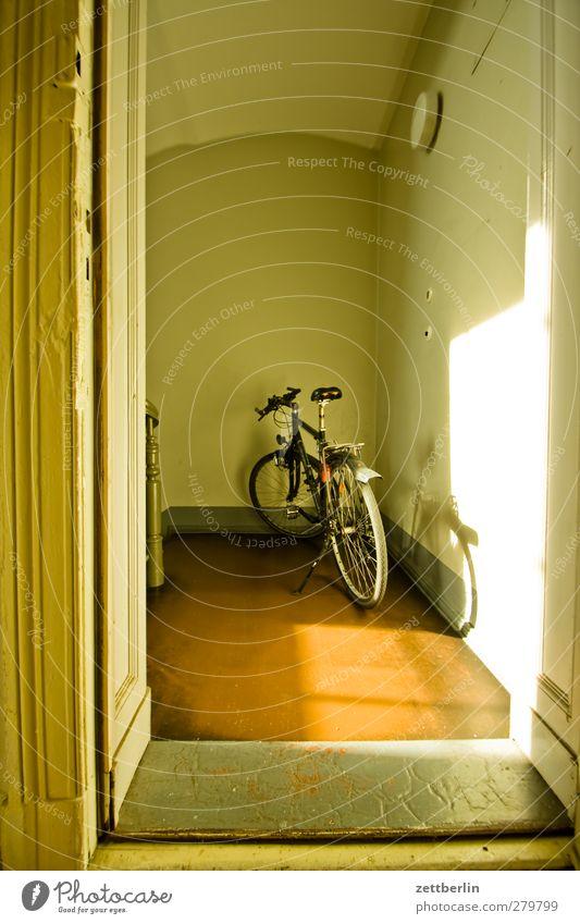 Fahrrad Ferien & Urlaub & Reisen Wand Sport Mauer Innenarchitektur Raum offen Wohnung Freizeit & Hobby Ausflug Lifestyle Häusliches Leben Autotür