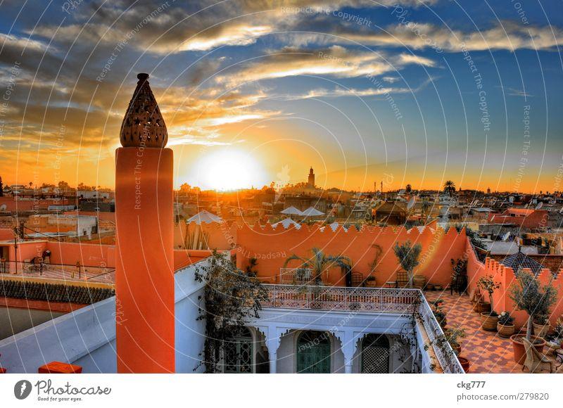 Über den Dächern von Marrakesch Stadt Altstadt Haus Dach Farbe Häusliches Leben Marrakech Naher und Mittlerer Osten Farbfoto Außenaufnahme Abend Sonnenaufgang